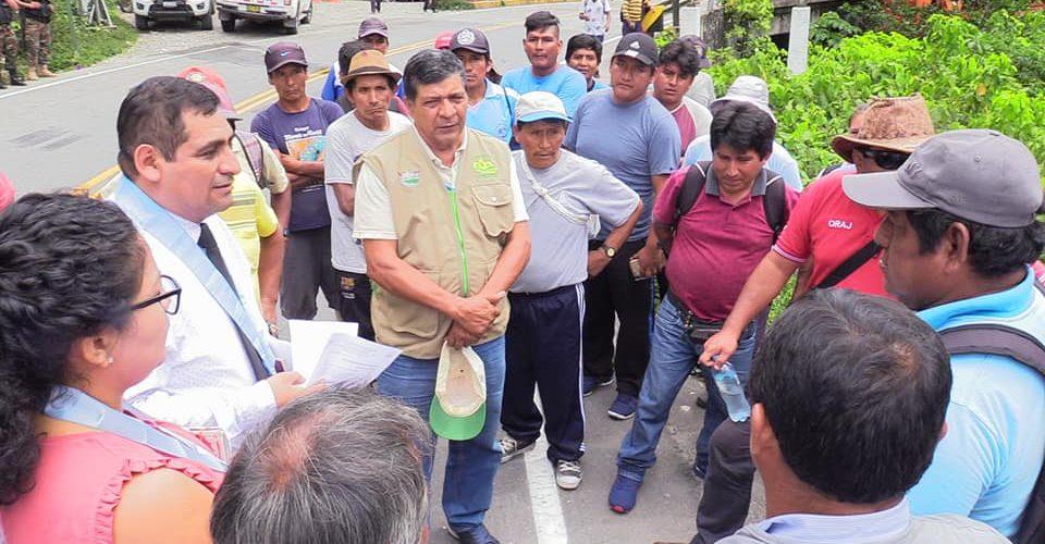 FUNCIONARIOS DE LA DIRECCIÓN REGIONAL DE AGRICULTURA, SE REÚNEN CON POBLADORES DEL CENTRO POBLADO-CASERÍO PUENTE INAMBARI, DISTRITO HUEPETUHE PROVINCIA MANU
