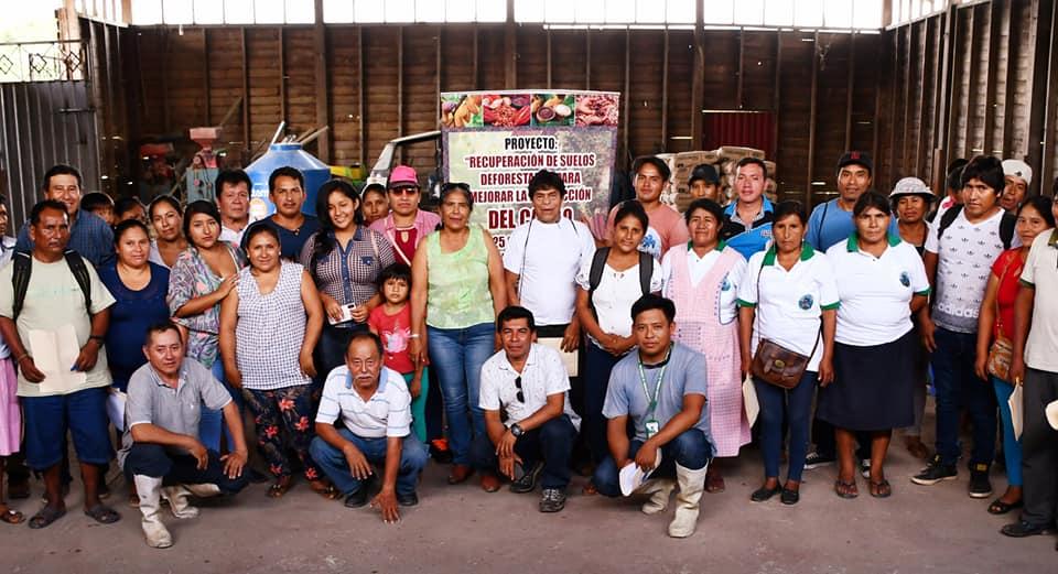 AGRICULTORES DE SANTA ROSA-INAMBARI, SE BENEFICIARON CON CHARLA INFORMATIVA PARA DESARROLLAR EL CULTIVO DEL CACAO.