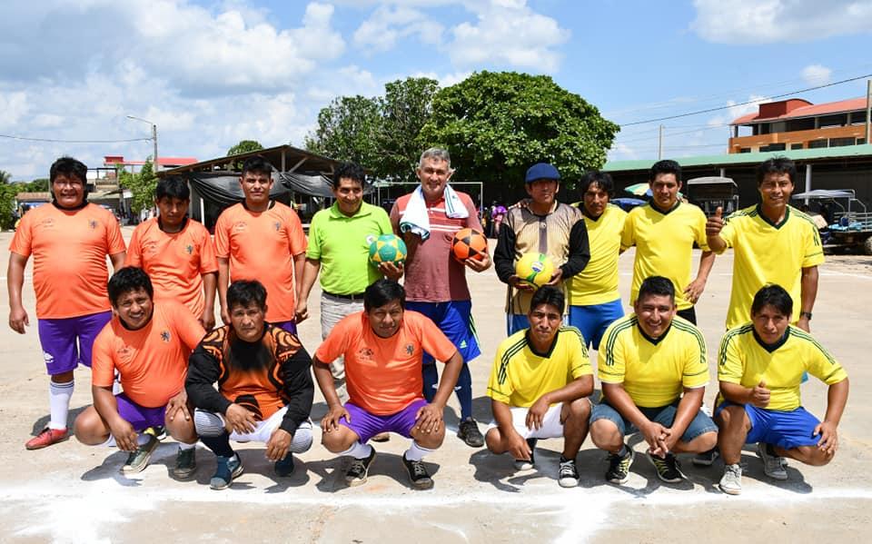 El director regional de Agricultura Víctor Hugo Tinco Cortez, inauguró el campeonato relámpago de fulbito