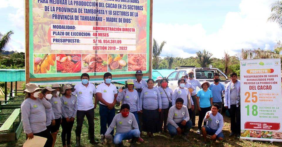 "|MÁS DE 100 AGRICULTORES DE CACAO SON CAPACITADOS EN PREPARACIÓN DE ABONOS ORGÁNICOS ""BOCASHI""."