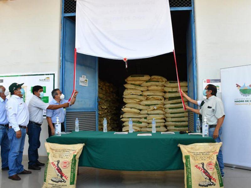 Gobernador Luis Hidalgo, puso en marcha almacén de guano de la isla, que expenderá este fertilizante a precio social