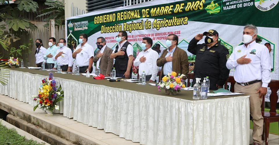 """GOBIERNO REGIONAL DE MADRE DE DIOS, CON MOTIVO DEL """"DIA DEL CAMPESINO"""", ENTREGO TÍTULOS DE PROPIEDAD A CIENTOS DE AGRICULTORES"""