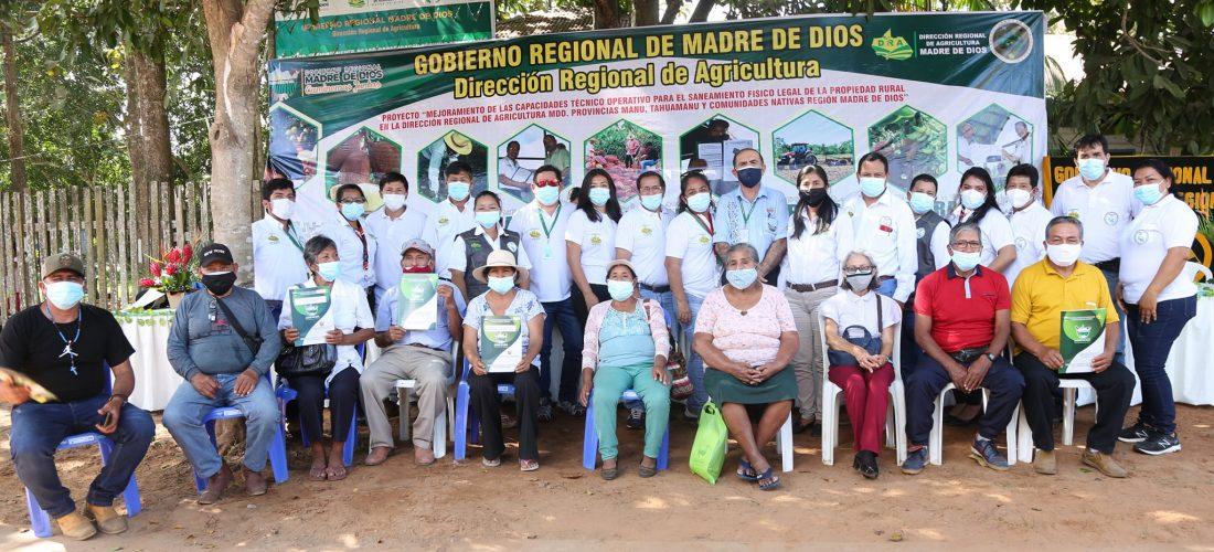 GOREMAD Y LA DRA, ENTREGARON TITULOS DE PROPIEDAD A LOS AGRICULTORES DEL TAHUAMANU-IBERIA